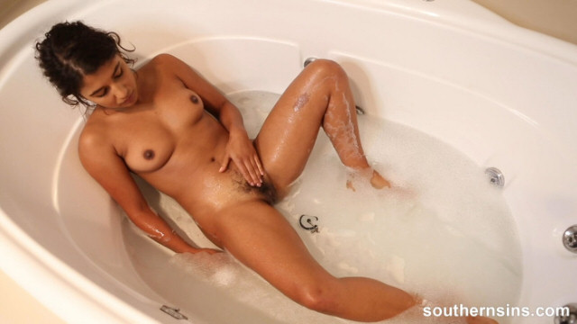 big tits Indian girl taking self pussy play video when bathing